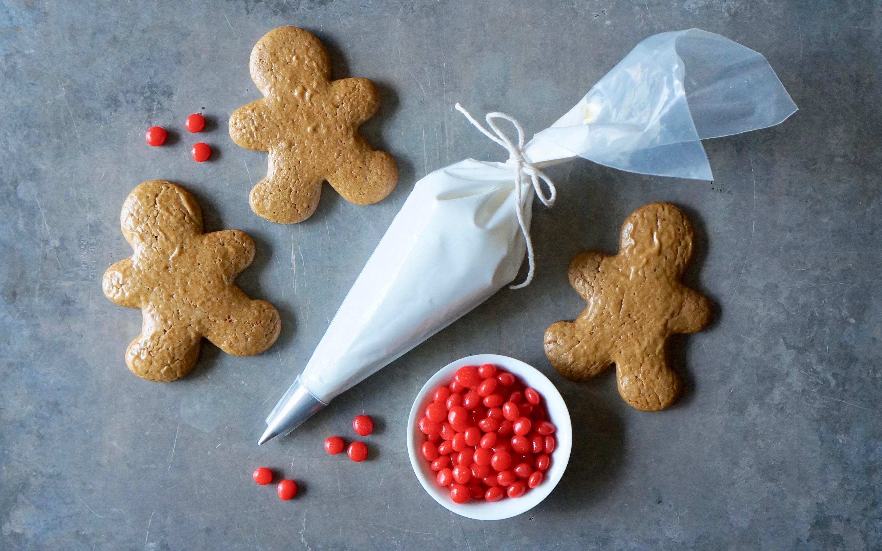 Decorating-Buttermilk-Gingerbread-Cookies-Rebecca-Gordon_Editor-In-Chief-Buttermilk-Lipstick-Southern-Hostess-RebeccaGordon-Pastry-Chef-Birmingham-Alabama