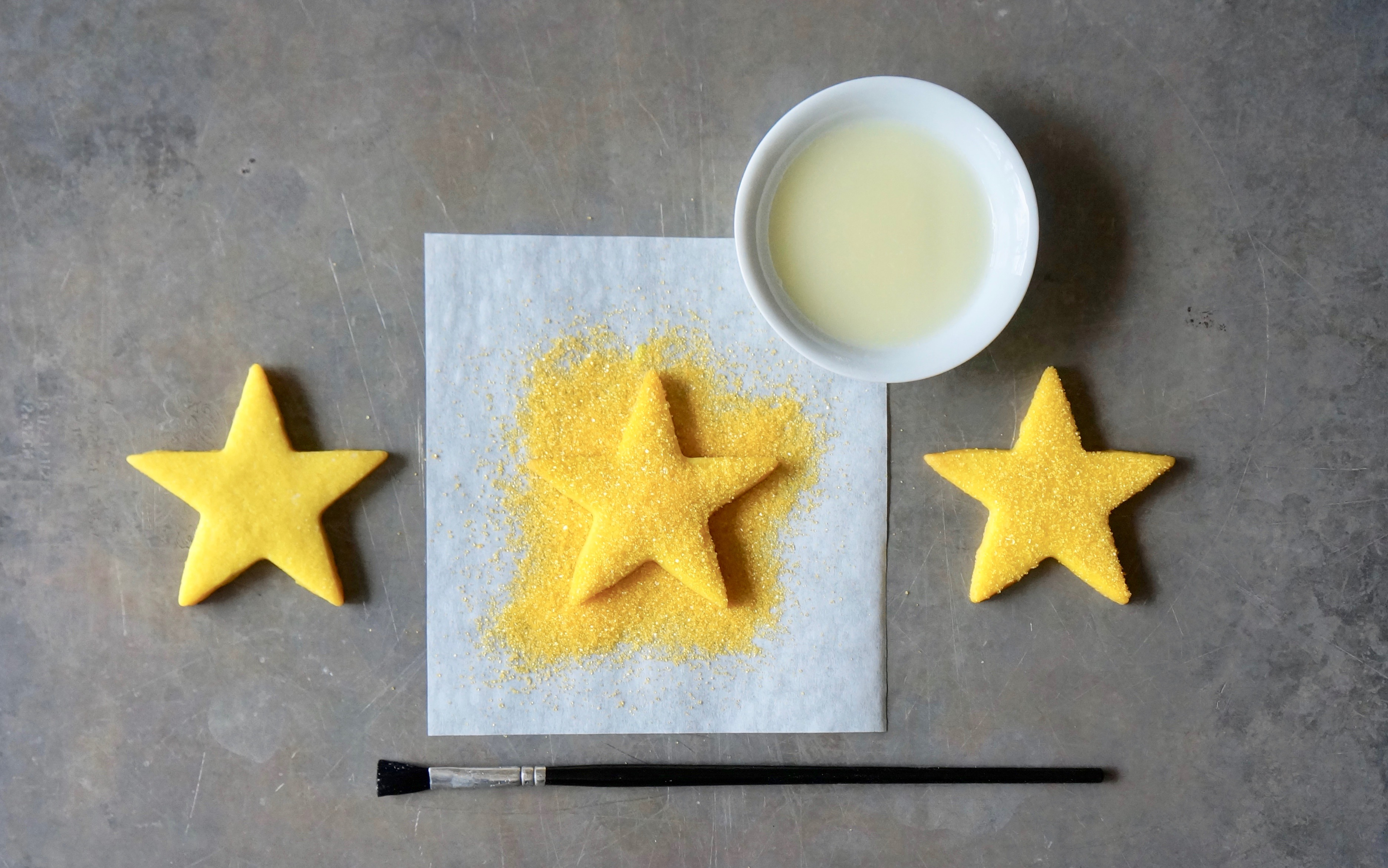 Sparkling-Gold-Star-Sugar-Cookies-Rebecca-Gordon-Editor-In-Chief-Buttermilk-Lipstick-Culinary-Entertaining-Techniques-How-To-Decorate-Christmas-Cookies-RebeccaGordon-Pastry-Chef-Birmingham-Alabama
