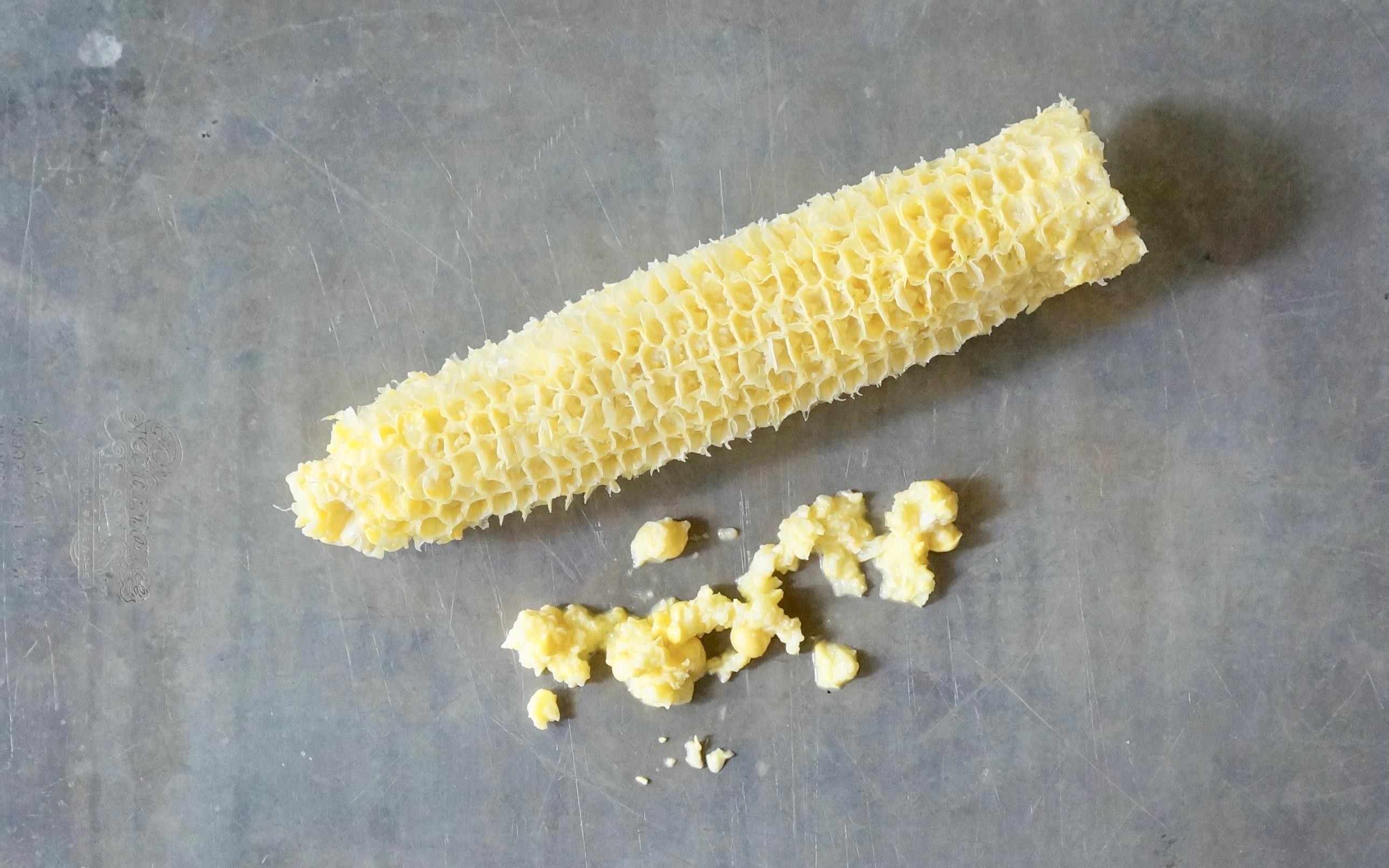 How-Do-You-Remove-The-Milk-From-Corn-Cobs-Rebecca-Gordon-Editor-In-Chief-Buttermilk-Lipstick-Culinary-Entertaining-Techniques-Southern-Hostess-RebeccaGordon-Pastry-Chef-Birmingham-Alabama