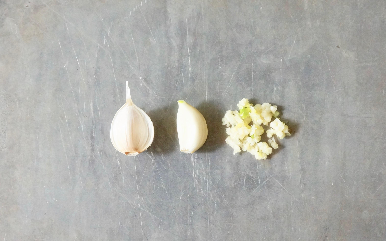 How-To-Use-A-Garlic-Press-Rebecca-Gordon-Publisher-Buttermilk-Lipstick-Culinary-Entertaining-Technique-Southern-Hostess-RebeccaGordon-Pastry-Chef-Birmingham-Alabama