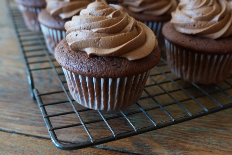 Rebecca Gordon Southern Hostess Buttermilk Lipstick Chocolate Cupcakes How To Tailgating Recipes