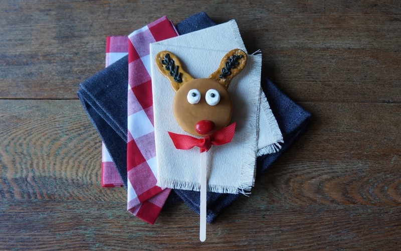 Reindeer Cookie Pops Moon Pie RebeccaGordon ButtermilkLipstick Holiday Christmas food craft ideas easy entertaining southern hostess